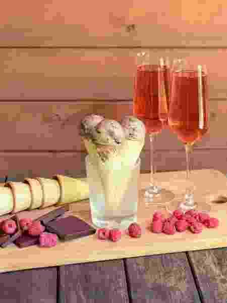 Vinho rosé: pode fazer par para doces como salada de frutas com sorvete - Getty Images/iStockphoto