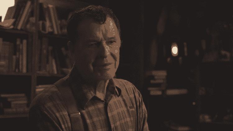 O ator John Noble está em 'Invocação do Mal 3: A Ordem do Demônio' - Reprodução/YouTube - Reprodução/YouTube