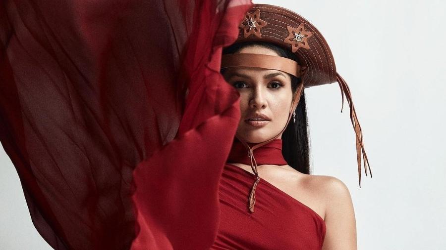 """Juliette faz ensaio fotográfico com chapéu de couro: """"Rainha dos cactos"""" - André Nicolau"""