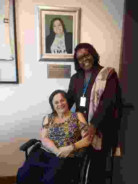 Regina Célia Barbosa com Maria da Penha Fernandes, que dá nome ao Instituto - Arquivo pessoal - Arquivo pessoal