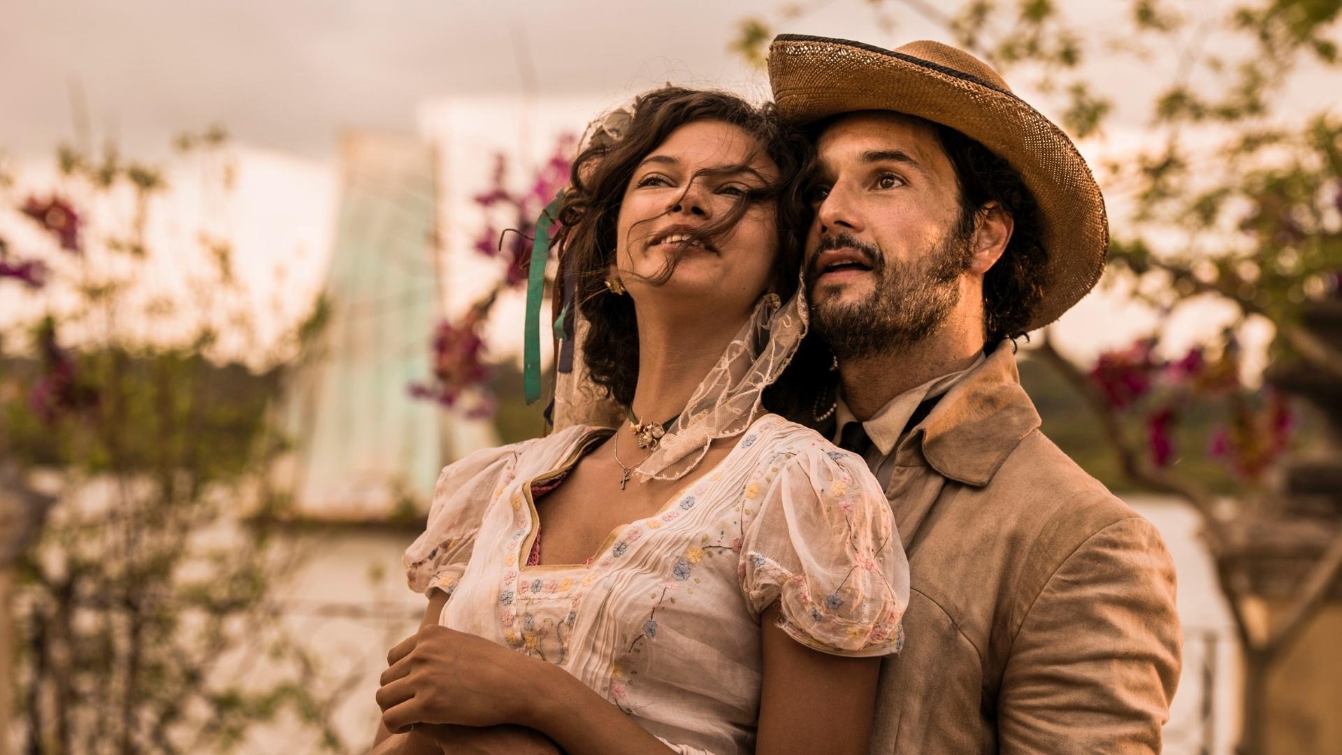 Leonor (Marina Nery) e Afrânio (Rodrigo Santoro) se casam na primeira fase da novela