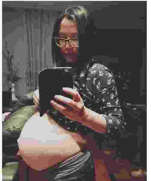 """23.mai.2016- Jiang Pu entrou na contagem regressiva para o nascimento de sua primeira filha Cecília nos próximos dias. Nesta segunda-feira (23), ela publicou uma selfie no Instragam e escreveu na legenda:""""37semanas já!!!!Barriga esticando no máximo!!! Melancia, pode fazer check out antes viu?"""" - Reprodução/Instagram/@pu.jiang1"""
