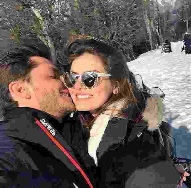 28.ago.2016 - Após Camila Queiroz postar foto ao lado de Klebber Toledo, na Argentina, foi a vez do ator postar imagemcom a amada e se declarar - Reprodução / Instagram