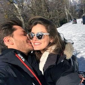 Camila Queiroz e Klebber Toledo em viagem à Argentina