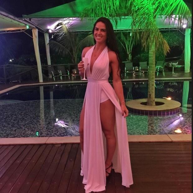 Vestido rosa com fenda de Graciele Lacerda no Ano Novo 2017