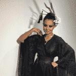 A atriz Simone Soares capricha na fantasia de gueixa para o baile de Carnaval do Copacabana Palace - Reprodução/Instagram/@simonesoares