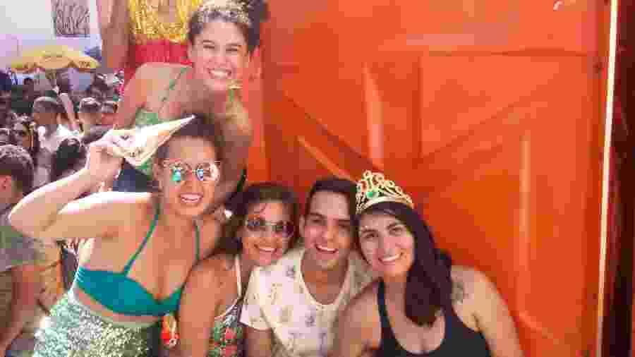Liz Ribeiro (de preto): ?A gente sofre tanto no dia a dia, no Carnaval, temos de aproveitar? - Daniel Oliveira/UOL