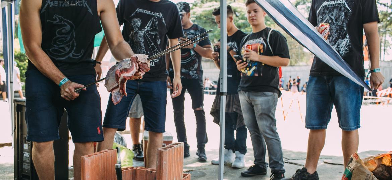 Fãs do Metallica se reúnem na entrada do autódromo de Interlagos para esquenta para show  - Felipe Gabriel/UOL