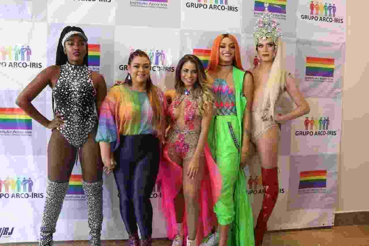 IZA, Preta Gil, Lexa, Pabllo Vittar e Aretuza Lovi posam para as fotos nos bastidores da 22ª Parada do Orgulho LGBTI, em Copacabana - Daniel Pinheiro/AgNews