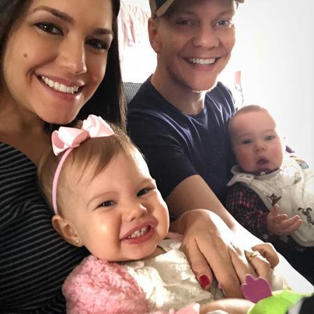 Thais Fersoza e Michel Teló com os filhos, Melinda e Teodoro - Reprodução/Instagram