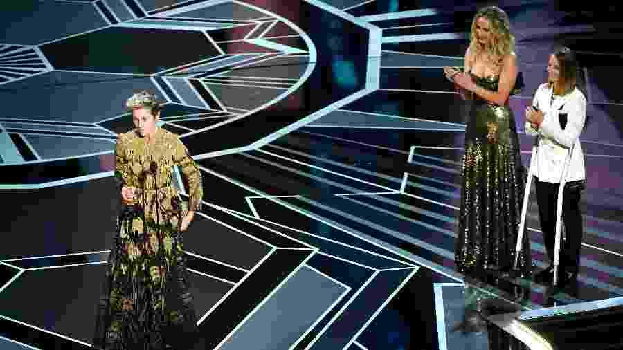 """Frances McDormand recebe o Oscar de melhor atriz por """"Três Anúncios para um Crime"""" - Kevin Winter/Getty Images"""