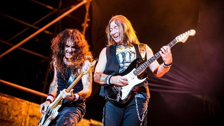 26.mar.2016 - Dave Murray e Steve Harris no show do Iron Maiden no Allianz Parque, em São Paulo - Lucas Lima/UOL