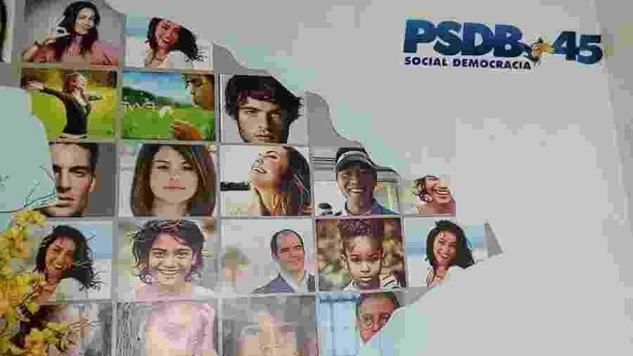 Painel do diretório do PSDB em Sergipe usou foto de Selena Gomez - Reprodução