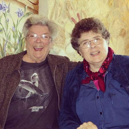 Marie Severin, à esquerda, morreu pouco após um derrame - Reprodução/Facebook