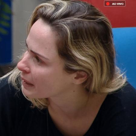 Ana Paula chora ao lembrar briga com Nadja - Reprodução/Play Plus