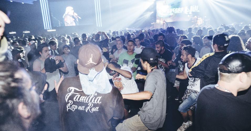 Público na pista do show da Cypress Hill, em São Paulo