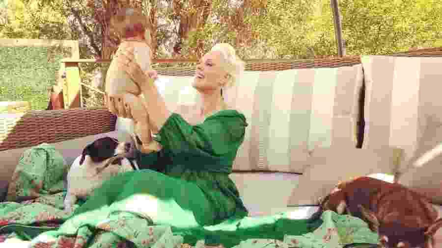 Brigitte Nielsen com a pequena Frida - Brigitte Nielsen/Reprodução Instagram
