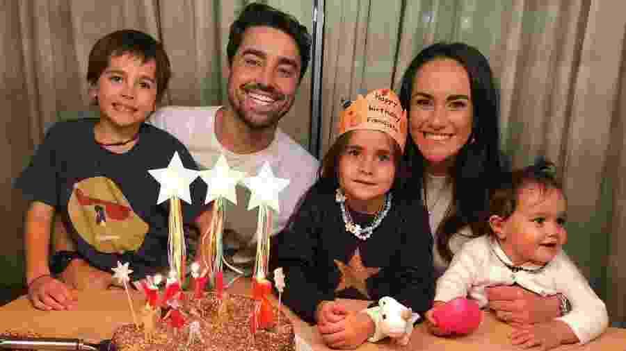 Ricardo Pereira com a mulher, Francisca, e os três filhos - Reprodução/Instagram