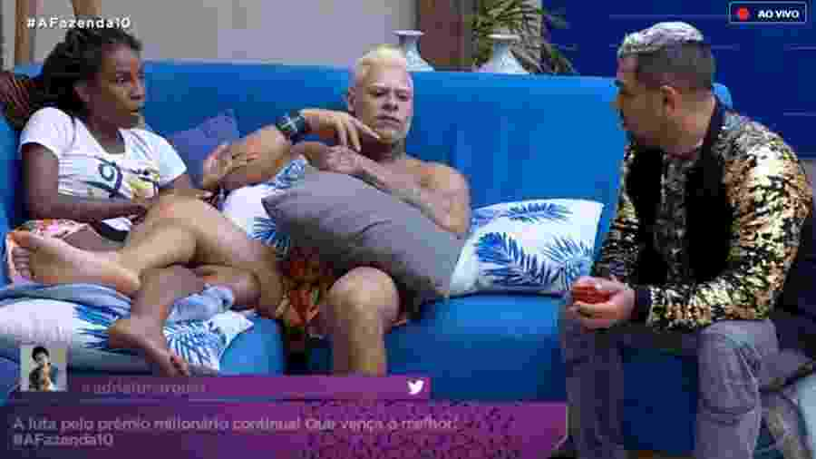 Luane Dias conversa com Evandro Santo sobre a expulsão de Nadja Pessoa - Reprodução/RecordTV