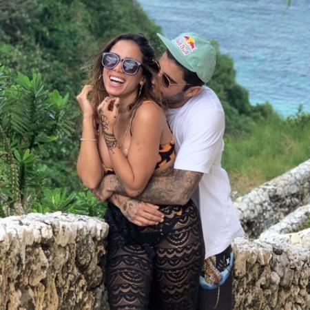 Anitta e Pedro Scooby em clima de romance na Indonésia - Reprodução/Instagram