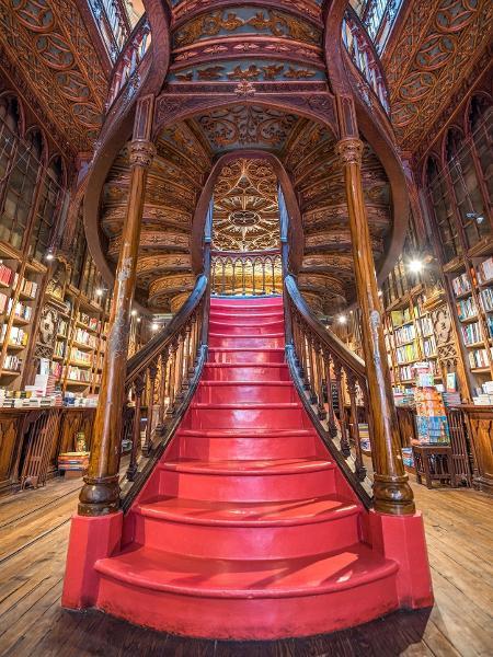 A icônica escadaria da Livraria Lello - Livraria Lello