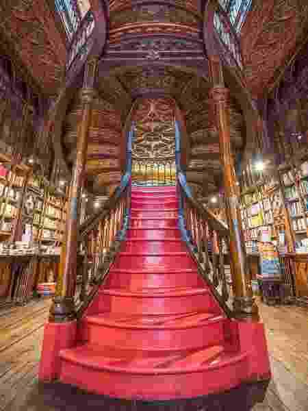 A icônica escadaria da Livraria Lello - Livraria Lello - Livraria Lello