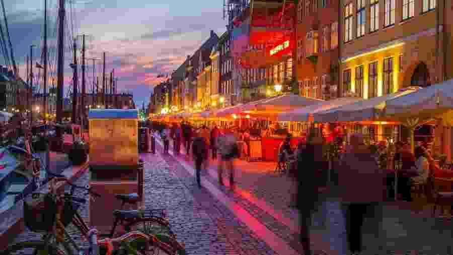 Em Copenhague, seus subúrbios e em Odense, a terceira maior cidade do país, bares e restaurantes são obrigados a fechar à meia-noite - Getty Images/iStockphoto