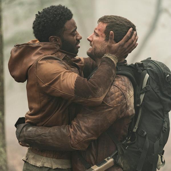 Wil (Jelani Alladin) e Felix (Nico Tortorella), casal gay de 'The Walking Dead: World Beyond'