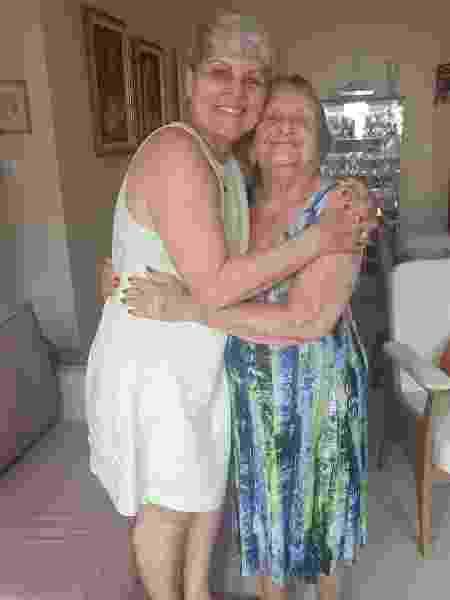 Dona Zefinha abraça a nora Lúcia - Arquivo pessoal - Arquivo pessoal