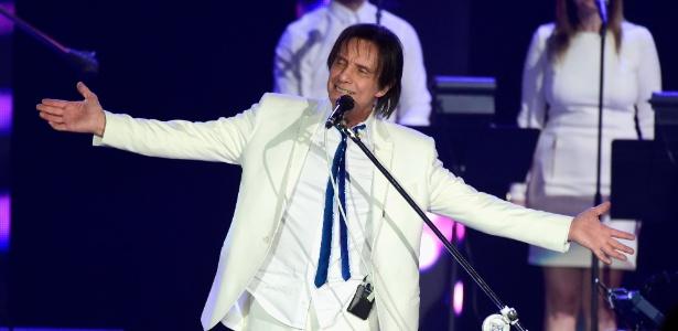 Atletas terão de vender ingressos do show do cantor, que acontecerá no estádio do clube - Getty Images