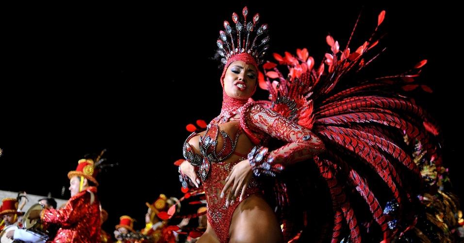 7.fev.2016 - Musa da escola de samba Tom Maior, que neste ano homenageia Milton Nascimento