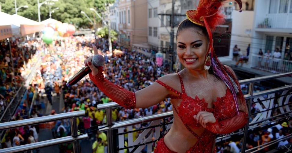 """8.fev.2016 - Banda Calcinha Preta invade o circuito Campo Grande com forró, arrocha e versão do hit """"Paredão Metralhadora"""", do grupo Vingadora"""