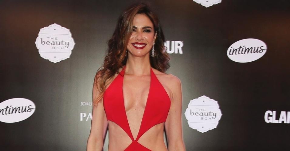 31.mar.2016 - Luciana Gimenez usa vestido decotado e com recortes no prêmio Geração Glamour, em São Paulo