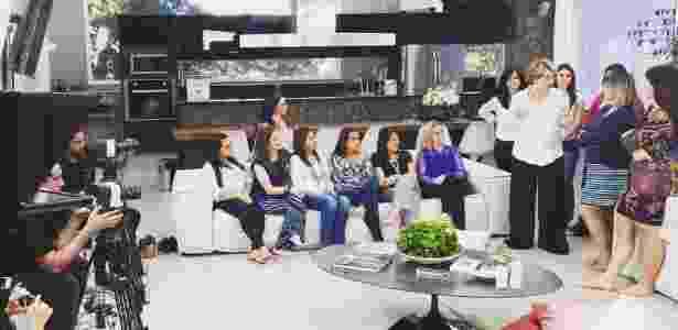 """Bastidor de gravação do programa """"Acontece Lá em Casa"""", do SBT - Reprodução/Facebook/Acontece Lá em Casa - Reprodução/Facebook/Acontece Lá em Casa"""