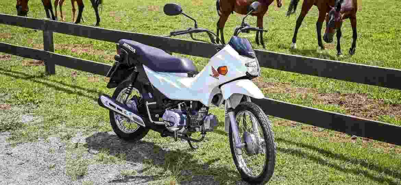 Honda Pop também é exemplo de moto de baixo custo que substitui uso de animais de carga no campo - Divulgação