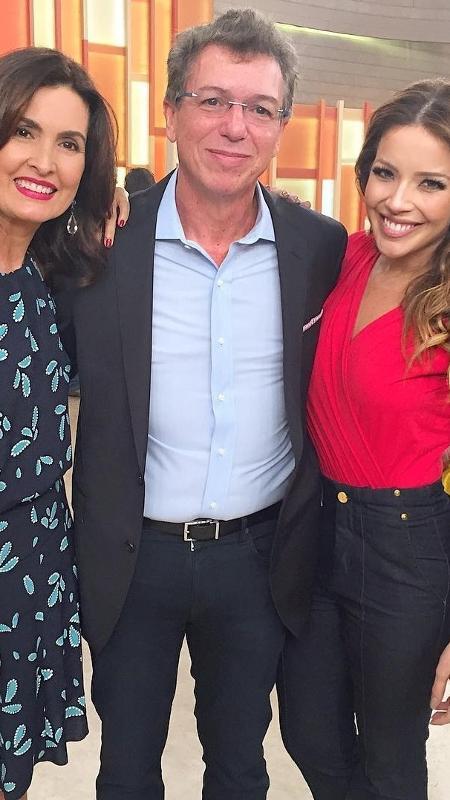 """Boninho, ao lado de Fátima Bernardes e Renata Dominguez nos bastidores do """"Encontro"""" - Reprodução/Instagram"""