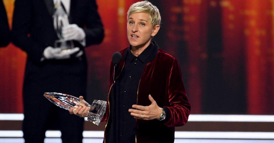 18.jan.2016 - A apresentadora Ellen Degeneres agradece ao público por seu 20º troféu no People's Choice Awards