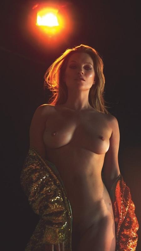 """Kate Moss sem roupa em ensaio da edição de março da revista """"W"""" - Reprodução/W Magazine"""