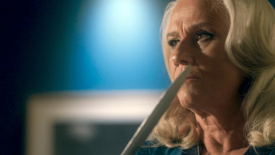 Mág (Vera Holtz) usa faca para atacar Tião (José Mayer) - Reprodução/A lei do Amor/Gshow
