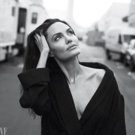 "Angelina Jolie para a ""Vanity Fair"" - Reprodução/Instagram/@vanityfair"