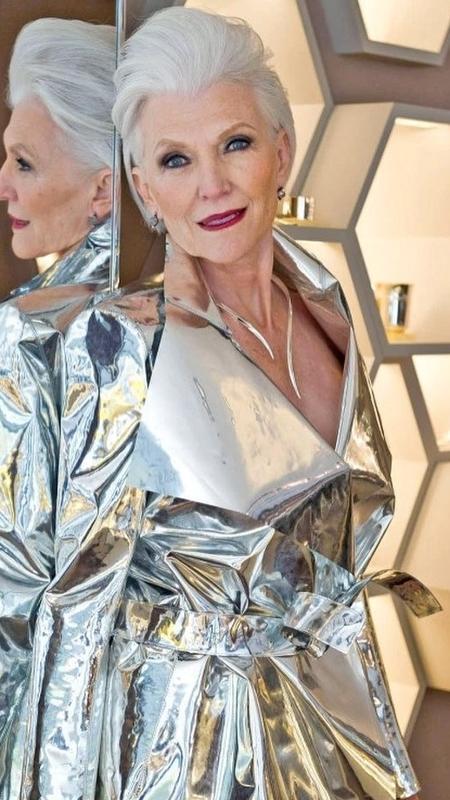 A canadense Maye Musk tem 69 anos e continua brilhando nos editorias de moda - Reprodução/Instagram/Maye Musk