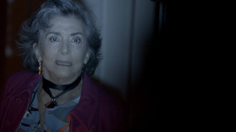 """Elvira (Betty Faria) leva um tiro em """"A Força do Querer"""" - Reprodução"""