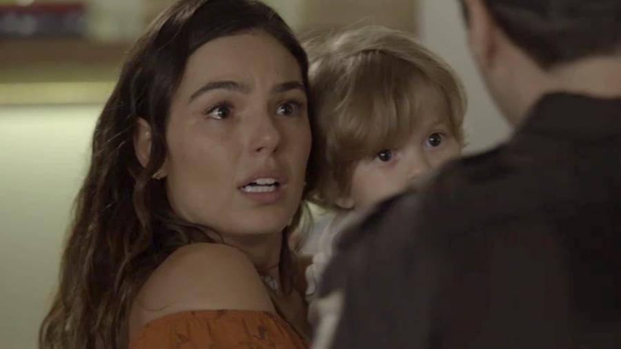 """Ritinha (Isis Valverde) se recusa a deixar Ruyzinho em """"A Força do Querer"""" - Reprodução/GShow"""