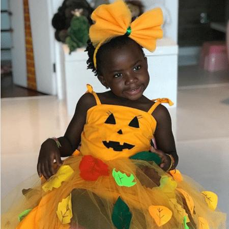 Titi vestida para o Halloween - Reprodução/Instagram/gio_ewbank