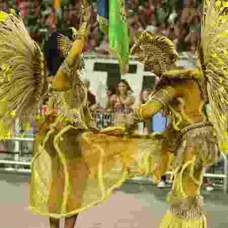 Porta bandeira perde saia durante desfile da Vila Maria - Ricardo Matsukawa/UOL - Ricardo Matsukawa/UOL