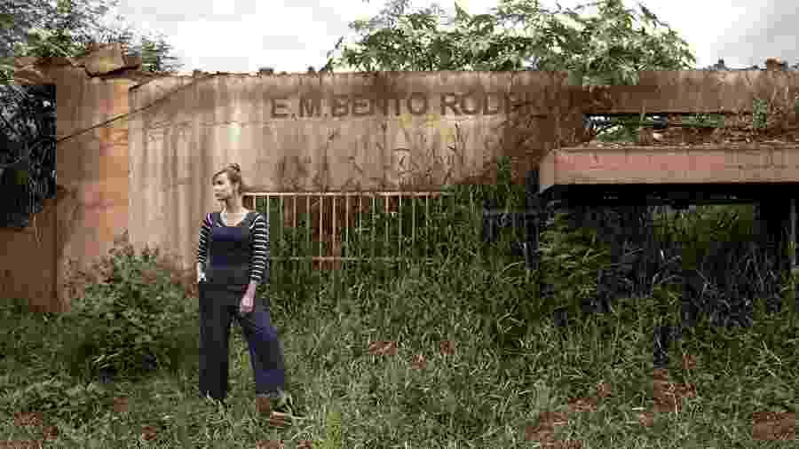 Mariana Ximenes em Bento Rodrigues, distrito de Mariana; foi lá que a campanha #NãoEsqueçaMariana foi gravada - Usar apenas em matéria de Universa