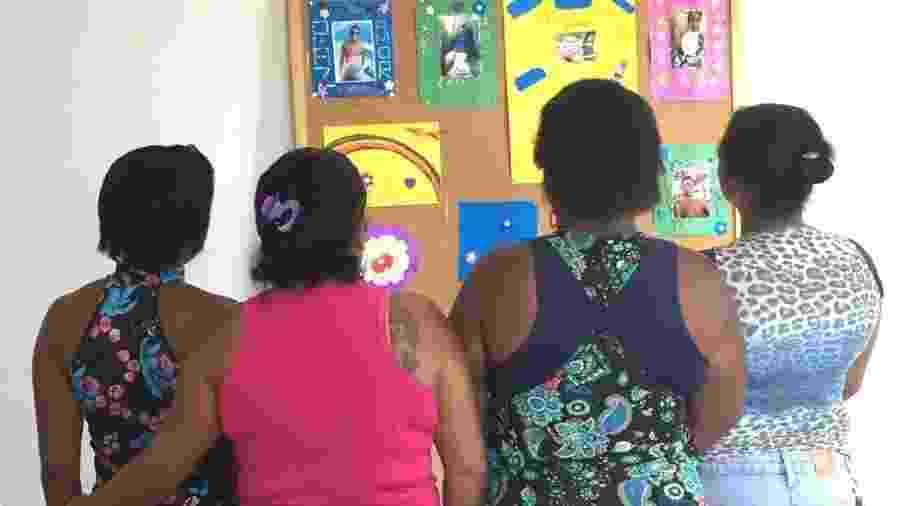 Mães do grupo de apoio dizem que encontros as transformaram em uma família - BBC