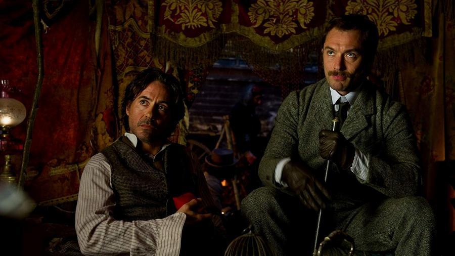 """Robert Downey Jr. e Jude Law em cena de """"Sherlock Holmes: O Jogo das Sombras"""" - Reprodução"""