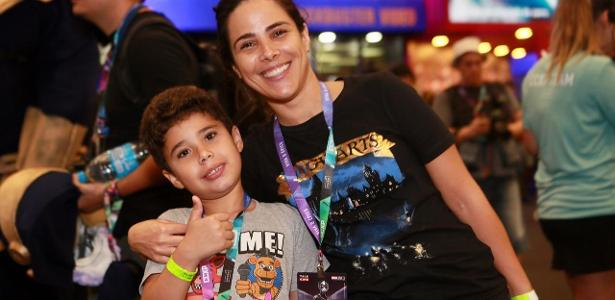 Wanessa Camargo e o filho, José Marcus, visitam a CCXP, em São Paulo