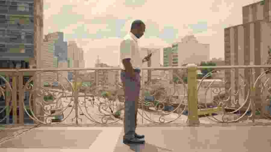 """Cena do episódio """"Striking Vipers"""", de """"Black Mirror"""", gravado no Viaduto Santa Ifigênia, em São Paulo - Reprodução"""